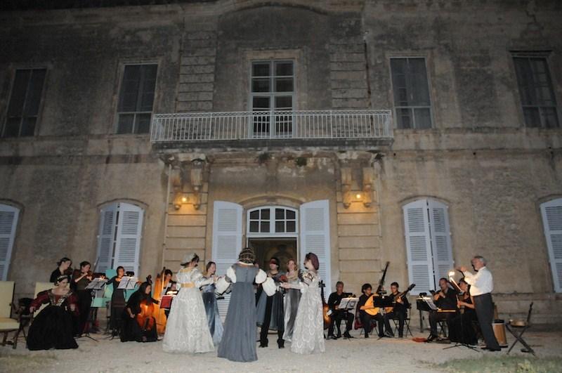 Montfrin – Le village | Gite de France Pont du Gard - Domaine de ...
